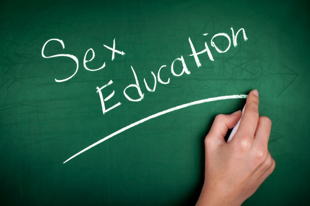 sex education in american schools essay Argumentative essay on abstinence-only sex education sex education programs were first introduced to public school systems in 1913.